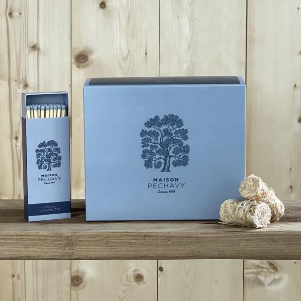 Boîte Maison Péchavy Bleu Orage de 60 allume-feux en laine de bois, avec ses allumettes en peuplier naturel.