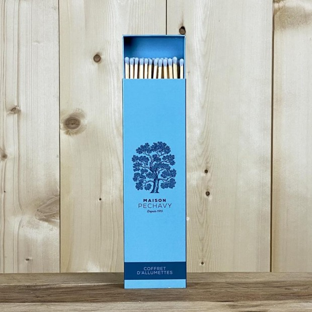 Coffret d'allumettes Maison Péchavy Bleu Paon, contenant 40 allumettes en peuplier naturel de 22cm.