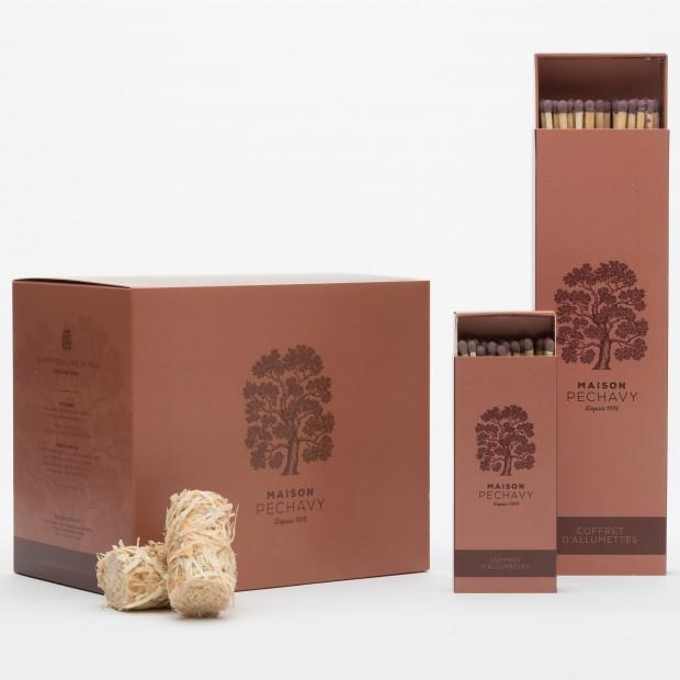 """Coffret """"Indispensables"""" TERRACOTTA avec sa boîte de 60 allume-feux et ses deux boîtes d'allumettes en peuplier naturel."""